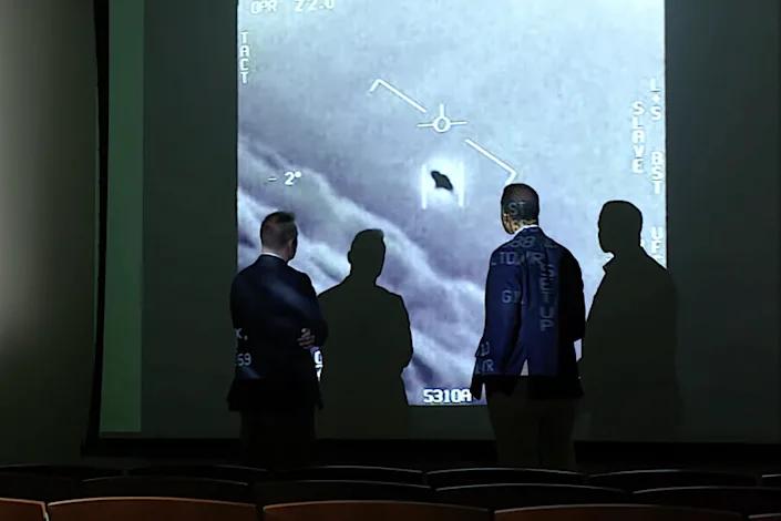 Cựu phi công Mỹ: Chạm mặt UFO là việc xảy ra 'như cơm bữa' - ảnh 1