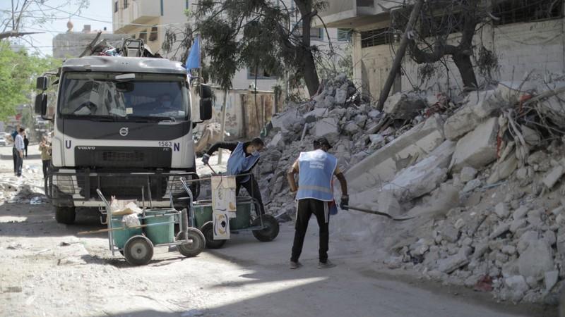 Viện trợ quốc tế đổ về Dải Gaza sau ngừng bắn Israel-Hamas  - ảnh 1
