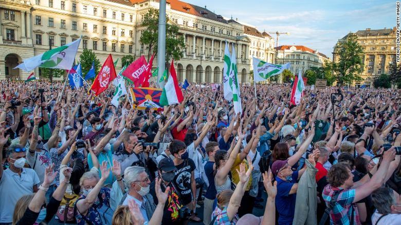 Người dân Hungary biểu tình phản đối xây trường đại học Trung Quốc ở Budapest - ảnh 2