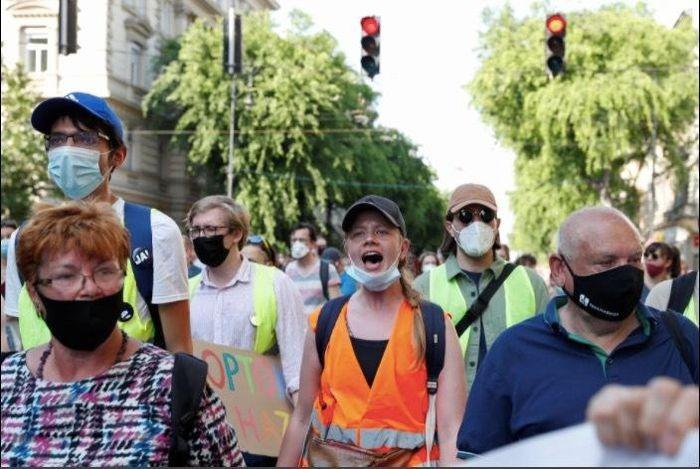 Người dân Hungary biểu tình phản đối xây trường đại học Trung Quốc ở Budapest - ảnh 1