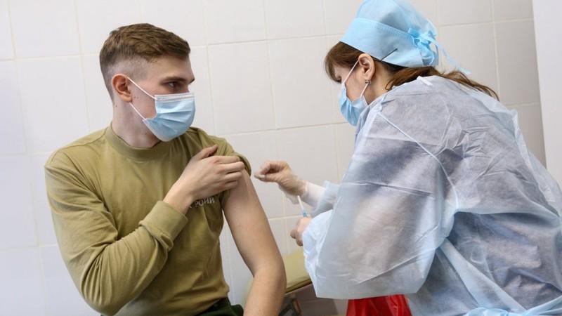 Ca nhiễm COVID-19 tăng vọt, dân Moscow ngưng làm việc 1 tuần có hưởng lương - ảnh 2