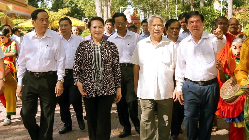Chủ tịch Quốc hội dự ngày hội Đại đoàn kết ở Trà Vinh - ảnh 1