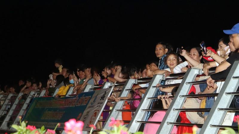 Về Tây Đô thưởng lãm đêm hoa đăng Ninh Kiều - ảnh 5