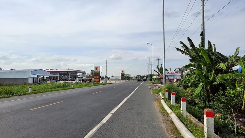 Cận cảnh những công trình lấn chiếm đường dẫn cầu Vàm Cống - ảnh 2