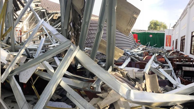 Vụ sập mái hội trường ở Hậu Giang: Đề nghị công an xử lý - ảnh 1