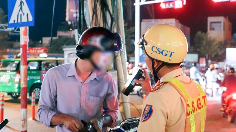 Cần Thơ: Một tài xế bị xử phạt 17 triệu đồng vì nồng độ cồn - ảnh 3