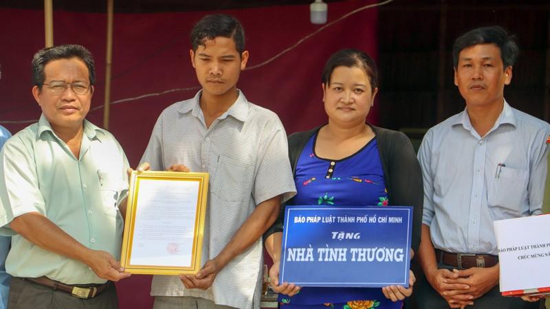 Báo Pháp Luật TP.HCM trao nhà tình thương tại Trà Vinh - ảnh 4