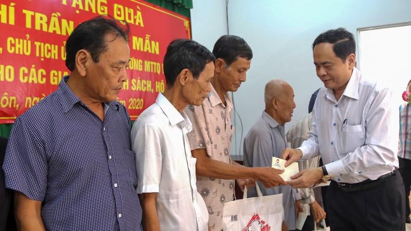 Chủ tịch Trần Thanh Mẫn tặng quà cho hộ nghèo tại Sóc Trăng - ảnh 1