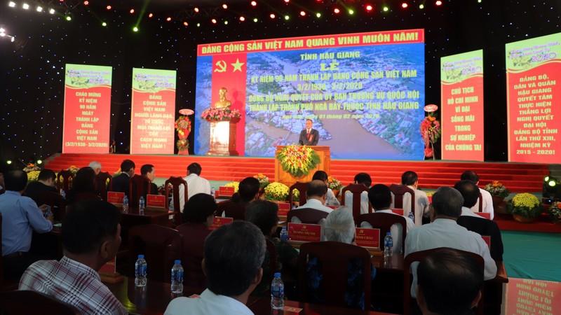 Phó Chủ tịch Quốc hội trao nghị quyết thành lập TP Ngã Bảy - ảnh 1