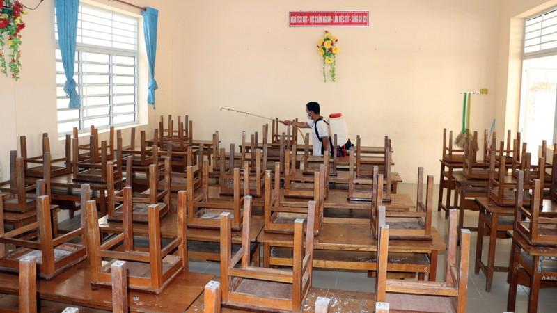 Cần Thơ phun thuốc diệt khuẩn ở trường học, ngừa virus Corona - ảnh 1