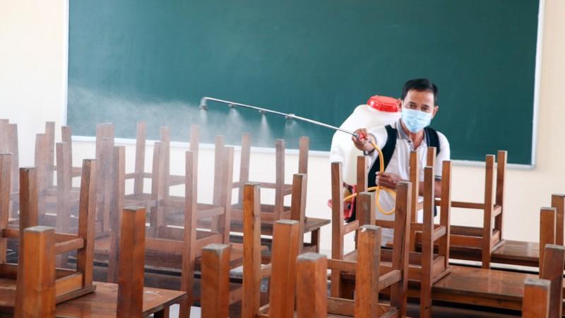 Cần Thơ phun thuốc diệt khuẩn ở trường học, ngừa virus Corona - ảnh 2