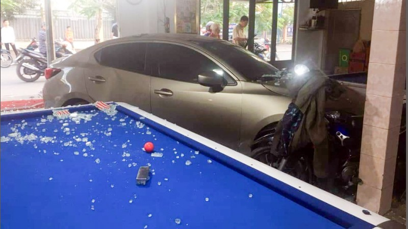 Cần Thơ: Ô tô do nữ cầm lái đâm thẳng vào quán bida - ảnh 3