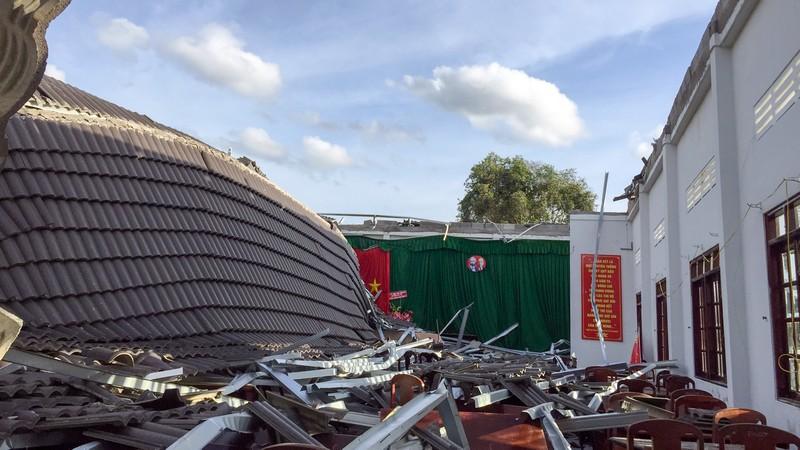Sập mái hội trường ở Hậu Giang: Phòng ban xin rút kinh nghiệm  - ảnh 1