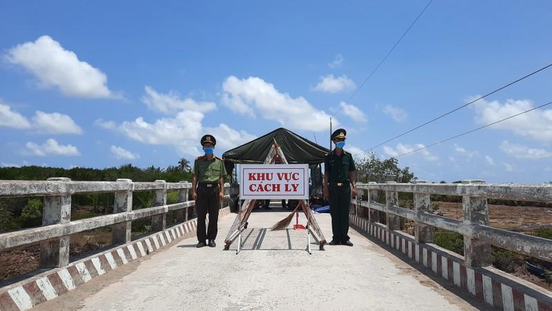 Phong tỏa đường bộ lẫn đường sông vào ấp Thừa Lợi - ảnh 1