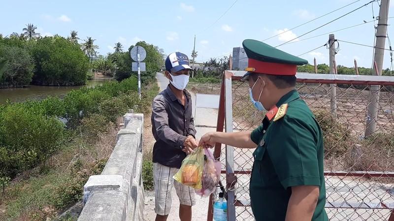 Phong tỏa đường bộ lẫn đường sông vào ấp Thừa Lợi - ảnh 4