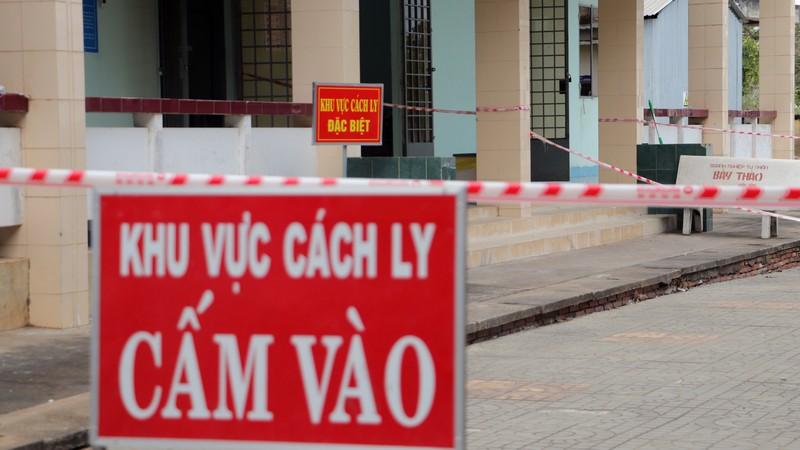 Phong tỏa đường bộ lẫn đường sông vào ấp Thừa Lợi - ảnh 6