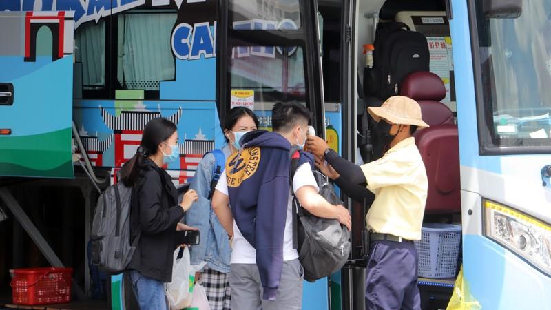 Hành khách thưa thớt trong ngày đầu xe khách hoạt động lại - ảnh 9