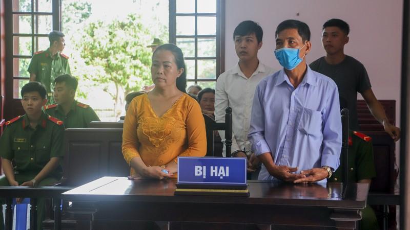 Gia đình bị hại và bị cáo hăm he nhau tại tòa - ảnh 1