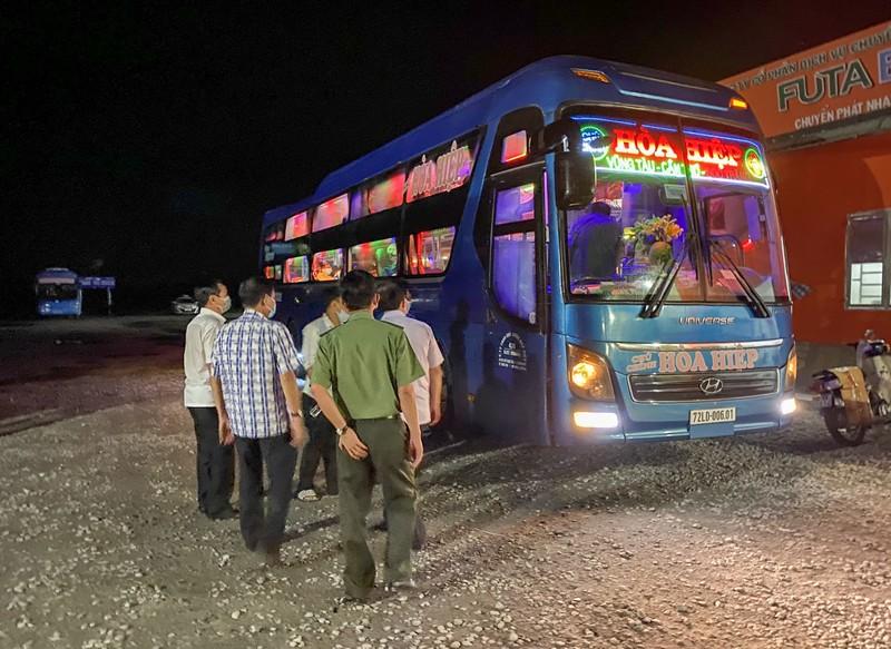 Hành trình người khách về từ Campuchia làm bến xe bị phong tỏa - ảnh 1