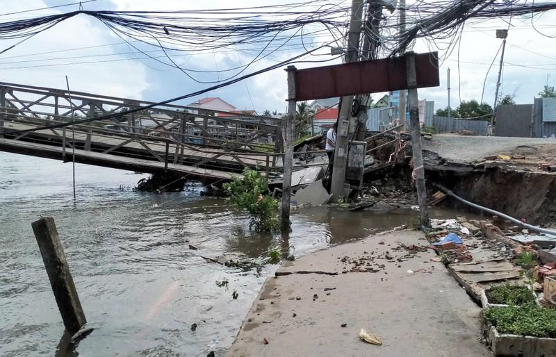 Cần Thơ: Đường tỉnh 918 bị chia cắt vì cầu Rạch Cam sạt bờ - ảnh 1
