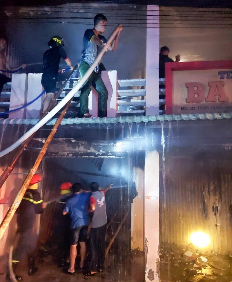 1 tiệm vàng bị cháy lúc nửa đêm - ảnh 1