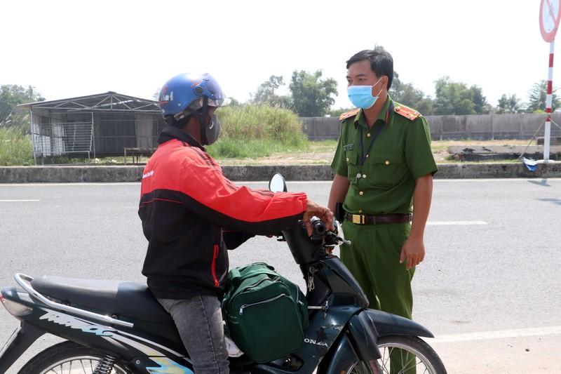Phạt nhiều trường hợp lái mô tô vào tuyến Lộ Tẻ - Rạch Sỏi - ảnh 1