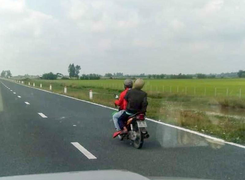 Phạt nhiều trường hợp lái mô tô vào tuyến Lộ Tẻ - Rạch Sỏi - ảnh 2