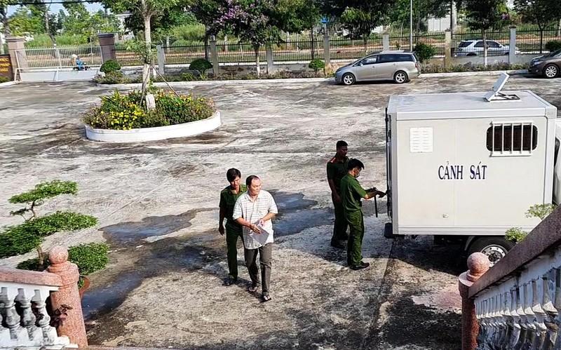 Vụ công ty lương thực Hậu Giang: Hoãn xử vì bị cáo nhập viện  - ảnh 1