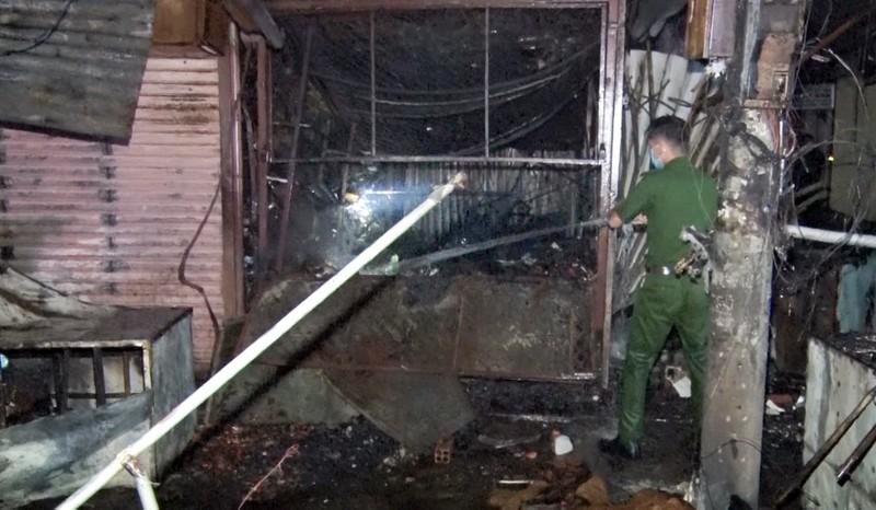 Cháy chợ Long Mỹ thiệt hại khoảng 900 triệu đồng - ảnh 1