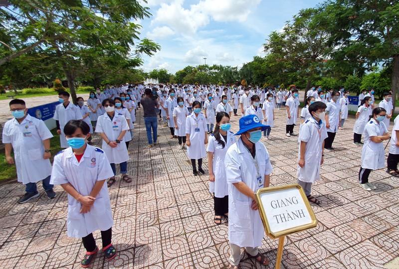 600 SV Đại học Y Dược Cần Thơ lên đường hỗ trợ Kiên Giang chống dịch - ảnh 1