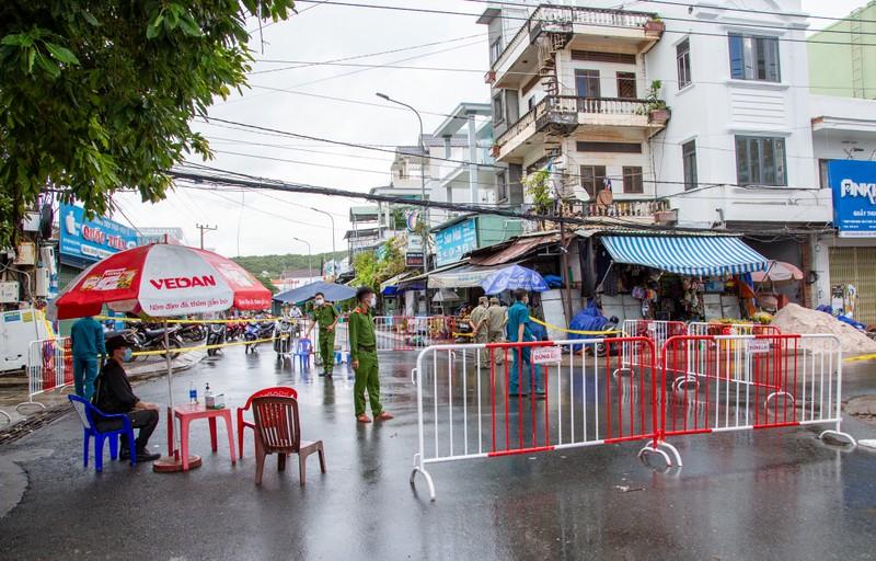Phú Quốc cần làm tốt công tác khoanh vùng, không được chặt ngoài lỏng trong - ảnh 1