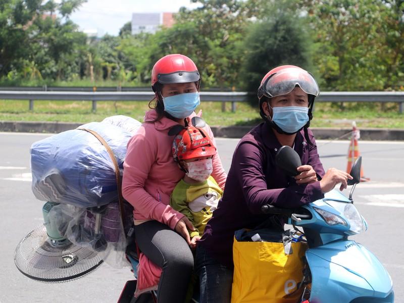 Nới lỏng giãn cách, người dân các tỉnh vào lại TP Cần Thơ khá nhiều - ảnh 6