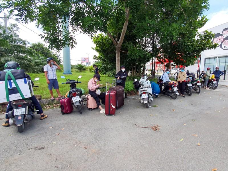Nới lỏng giãn cách, người dân các tỉnh vào lại TP Cần Thơ khá nhiều - ảnh 8
