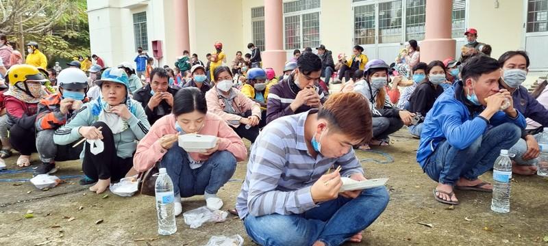 Dân ồ ạt về quê, các tỉnh miền Tây gặp khó trong phòng chống dịch - ảnh 2