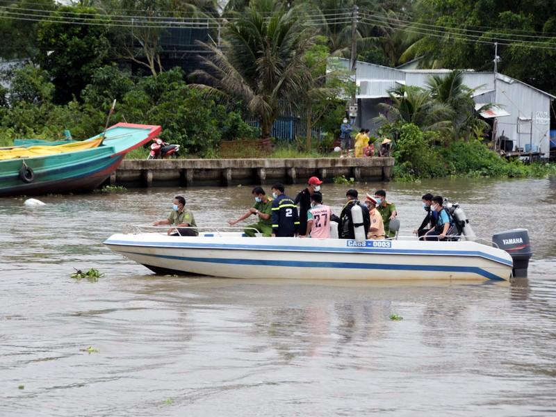 Đã tìm được 2 thi thể trong vụ tai nạn trên kênh Vành Đai - ảnh 1