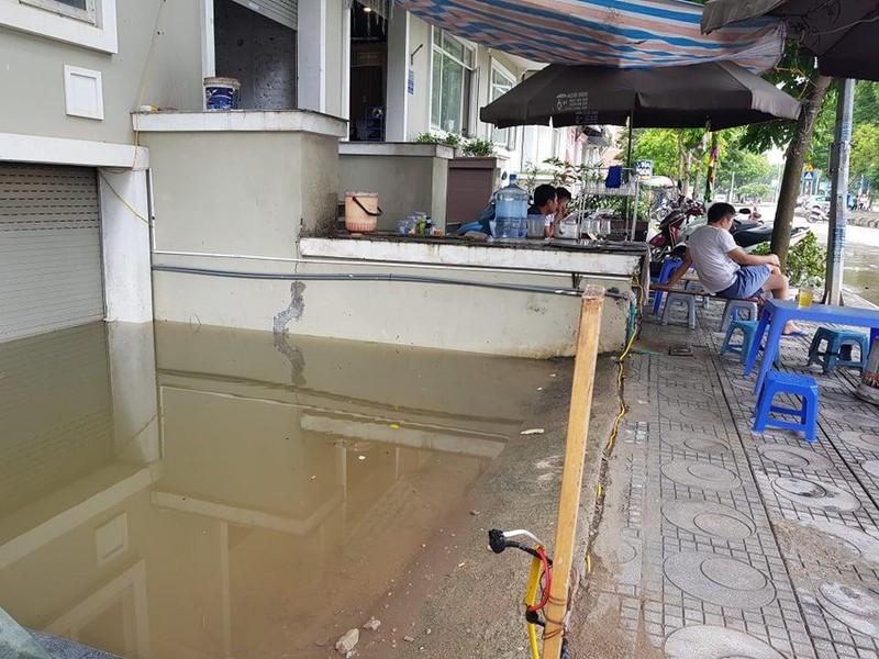 Hà Nội: Người dân sắm máy bơm hút nước tràn vào nhà sau bão - ảnh 2