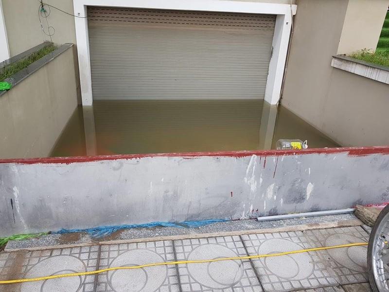 Hà Nội: Người dân sắm máy bơm hút nước tràn vào nhà sau bão - ảnh 4
