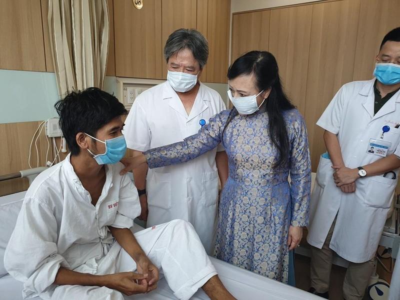 Bộ trưởng Y tế khen nóng êkíp ghép tạng 15 ca/tuần - ảnh 2