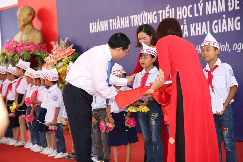 Phó Thủ tướng Vương Đình Huệ về Thái Bình vui hội khai trường - ảnh 2