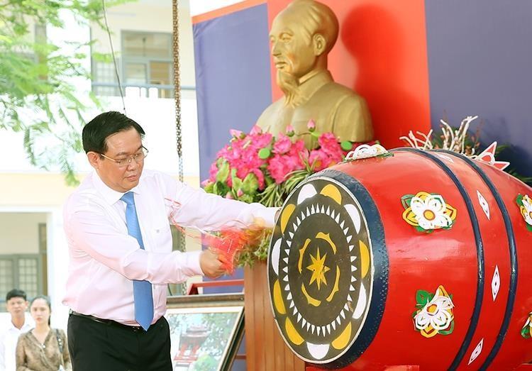 Phó Thủ tướng Vương Đình Huệ về Thái Bình vui hội khai trường - ảnh 1