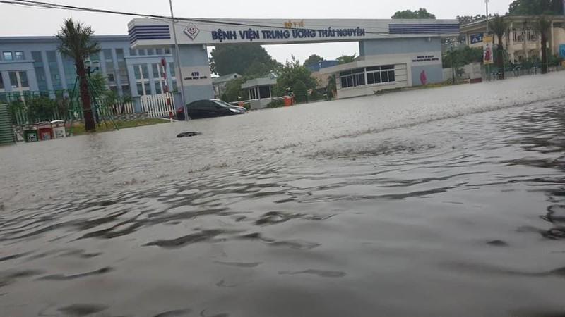 Nhiều tỉnh miền Bắc ngập nặng sau trận mưa đêm - ảnh 1