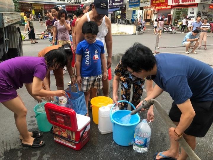 Hỏa tốc ngăn chặn tăng giá bất hợp lý nước đóng chai - ảnh 1