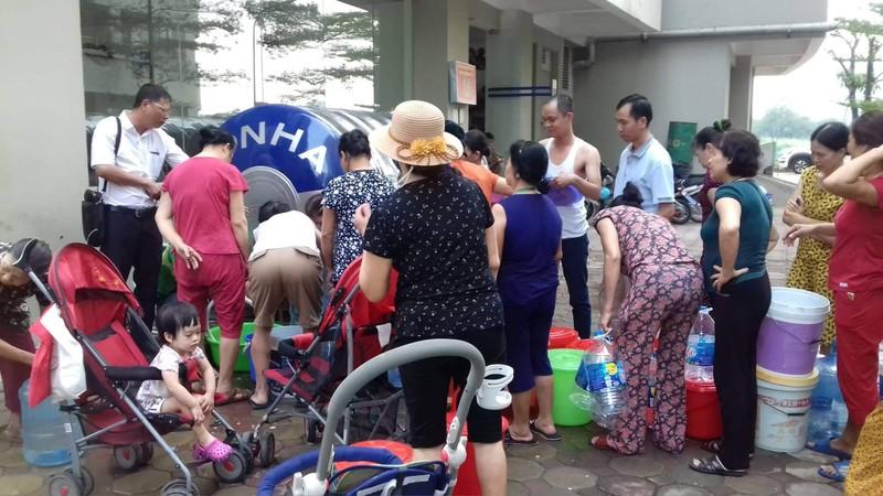 Số liệu đẹp nhưng dân phản ánh nước ở Hà Nội vẫn có mùi khét  - ảnh 1