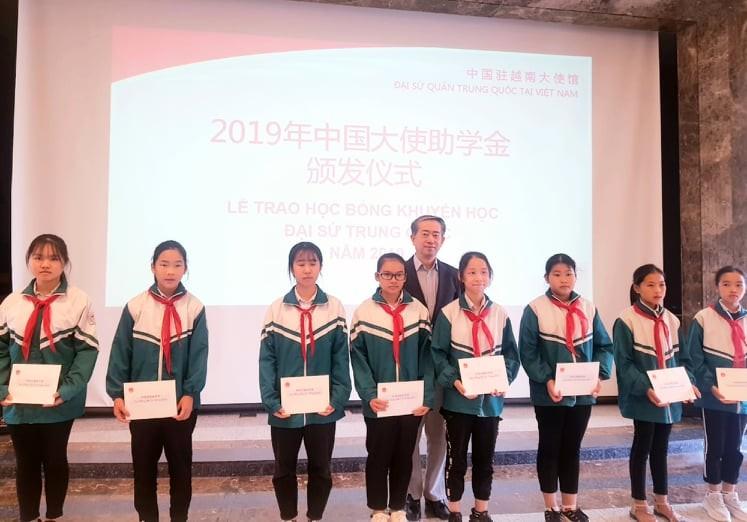 Đại sứ quán Trung Quốc trao học bổng cho 40 học sinh Việt Nam - ảnh 2
