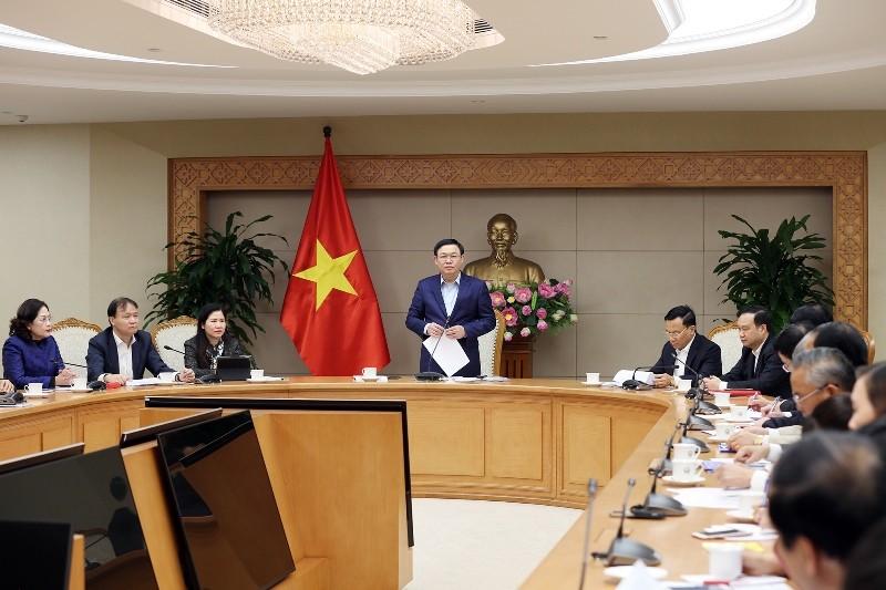 Phó Thủ tướng: Xử nghiêm việc tăng giá khẩu trang bất thường - ảnh 1