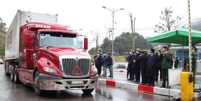 Nhiều chợ biên giới Trung Quốc tiếp tục tạm dừng hoạt động - ảnh 1