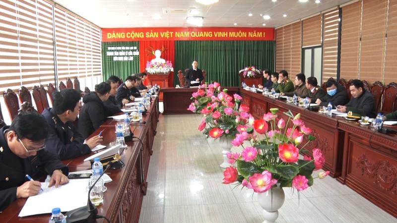 Xe Trung Quốc nhận hàng trong khu cách ly ở cửa khẩu Hữu Nghị - ảnh 1