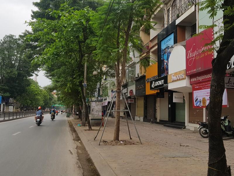 Hàng loạt cửa hàng tại Hà Nội đóng cửa chống dịch COVID-19 - ảnh 2