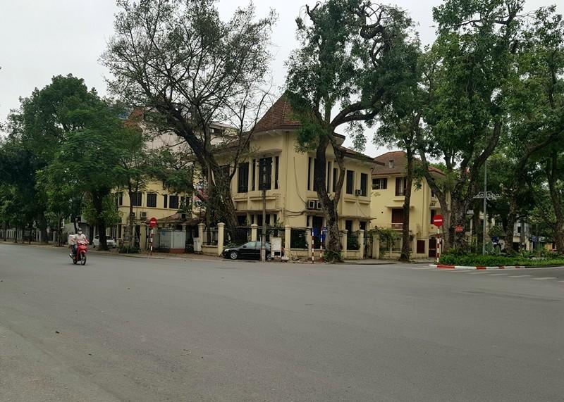 Hàng loạt cửa hàng tại Hà Nội đóng cửa chống dịch COVID-19 - ảnh 6