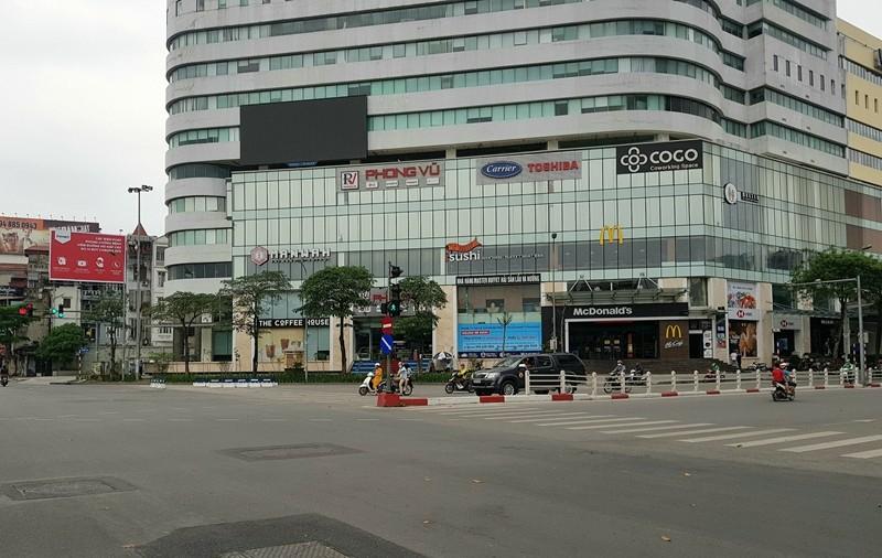 Hàng loạt cửa hàng tại Hà Nội đóng cửa chống dịch COVID-19 - ảnh 1
